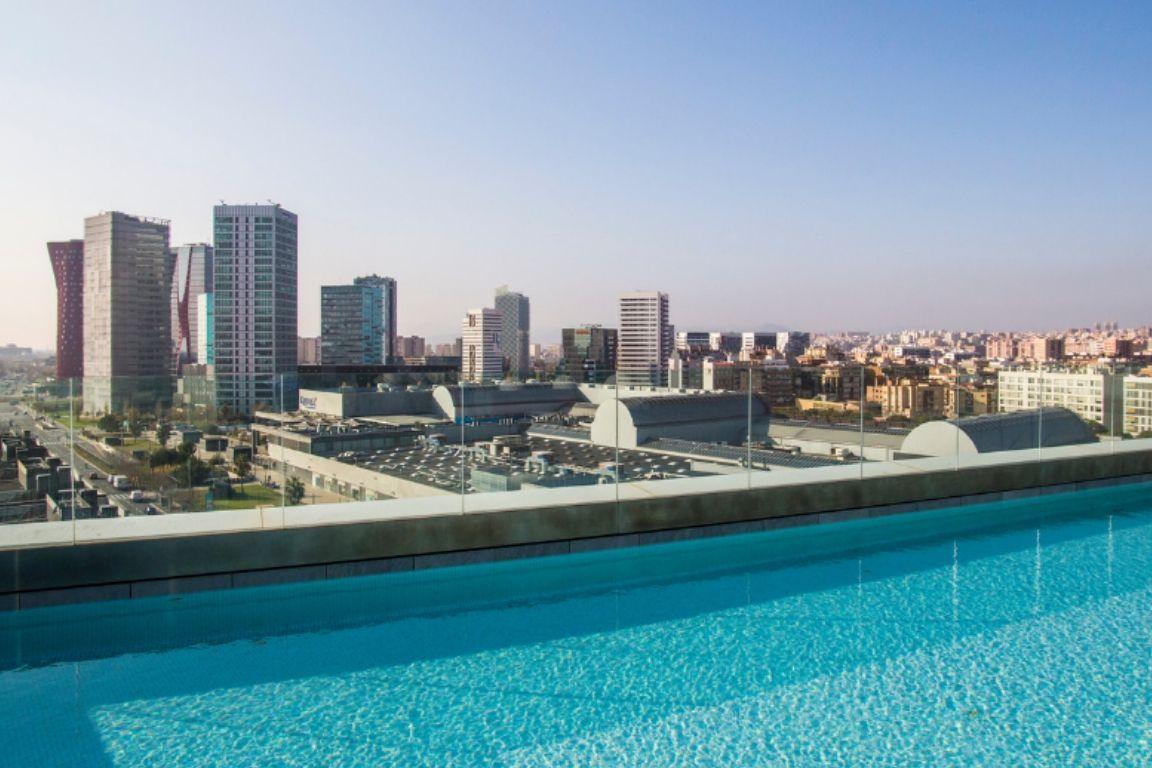 Hotel con piscina en Fira Barcelona